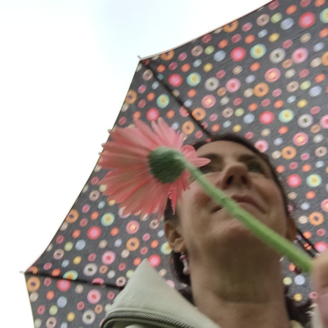 leslie-with-umbrella-iii